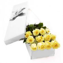 12 Yellow Roses in Box